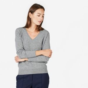 Club Monaco 💯 cashmere v neck sweater XS